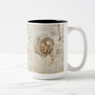 Croquis de foetus par Leonardo da Vinci Tasse 2 Couleurs
