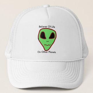 Croyant de casquette d'aliens