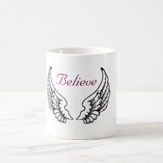Croyez - la tasse de café d'ailes d'ange