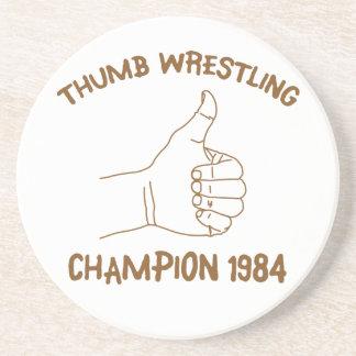 Cru 1984 de lutte de champion de pouce dessous de verre en grès