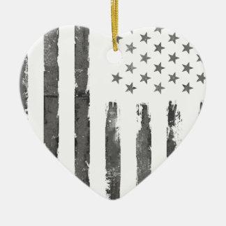 Cru gris militaire de drapeau d'Armerican Ornement Cœur En Céramique