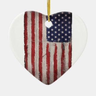 Cru grunge en bois de drapeau américain ornement cœur en céramique