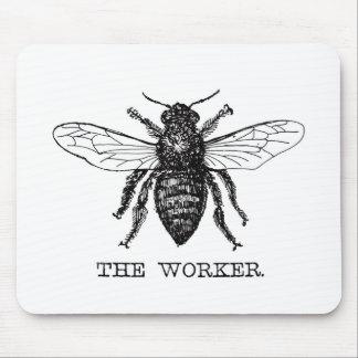 Cru noir et blanc d'abeille de travailleur tapis de souris