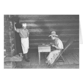 Cuisinier observant un cowboy jouer aux cartes 2