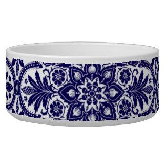 Cuvette bleue espagnole d'animal familier de fleur écuelle