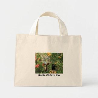 Cuvette/ours heureux de l'eau de jardin du jour de sac en toile mini