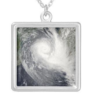 Cyclone tropical Boloetse Pendentif Carré