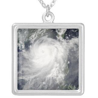 Cyclone tropical Linfa Pendentif Carré