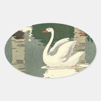 Cygne blanc réfléchi sur le lac sticker ovale