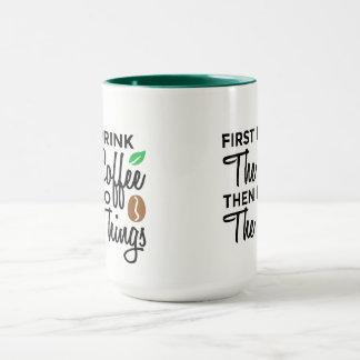 D'abord je bois la tasse de coutume de café