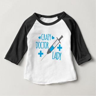 dame folle de docteur t-shirt pour bébé