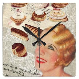 dame Paris de pâtisserie de petit gâteau de Horloge Carrée