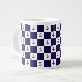 Damier nautique d'ancre de bleu marine mug
