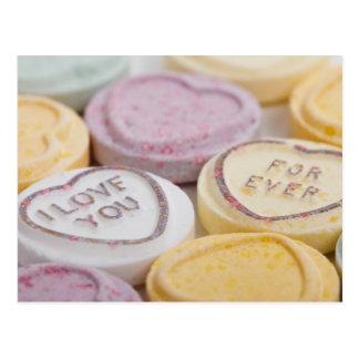 D'amour carte postale de coeurs de sucrerie pour