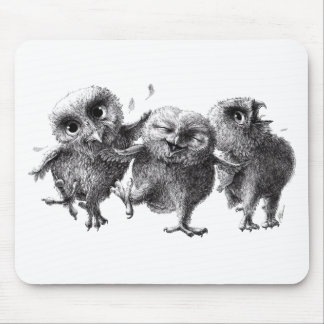 Dancing and singing Owls Tapis De Souris