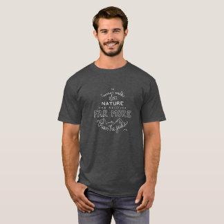 Dans chaque promenade avec le T-shirt des hommes