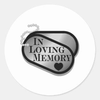 Dans des étiquettes de chien de mémoire