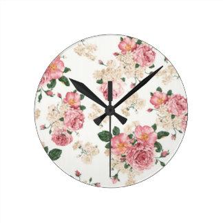 Dans floral blanc et rose de fleur horloge ronde