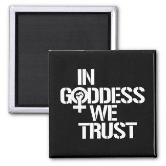 Dans la déesse nous faisons confiance --  blanc - magnet carré