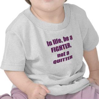 Dans la vie il y a un COMBATTANT pas une sagesse T-shirts