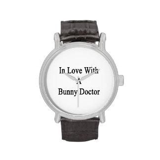 Dans l'amour avec un docteur de lapin montres cadran