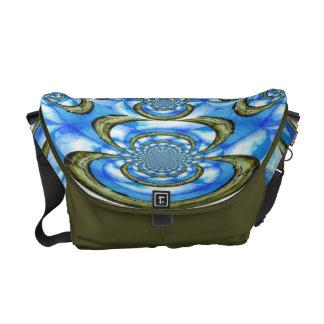Dans le sac fourre-tout bleu à messager sacoches