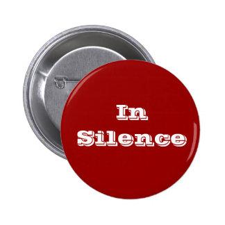 Dans le silence--rouge foncé/blanc pin's