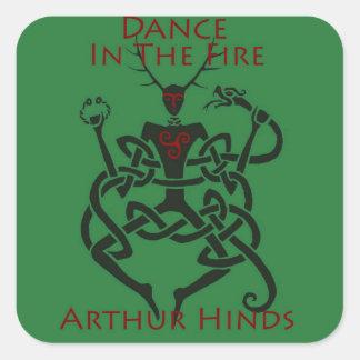 Danse dans l'autocollant du feu sticker carré
