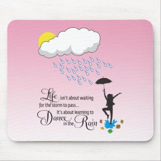 Danse sous la pluie tapis de souris