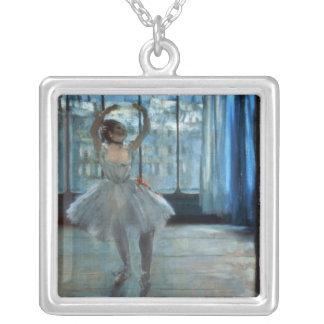 Danseur d'Edgar Degas   devant une fenêtre Pendentif Carré