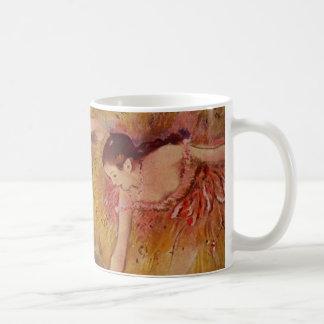 Danseurs d'Edgar Degas se pliant en bas de la Mug