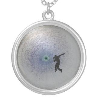 Dansez à l'extrémité du collier 2011 d'est de Tunn