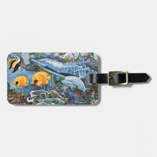 Dauphin coloré et poissons tropicaux étiquette à bagage