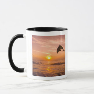 Dauphin de Bottlenose sautant 2 Mug