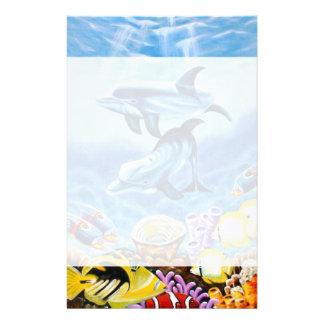 Dauphins et art tropical de poissons papiers à lettres