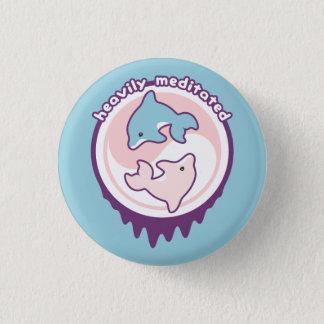 Dauphins mignons méditant avec Yin Yang Badges