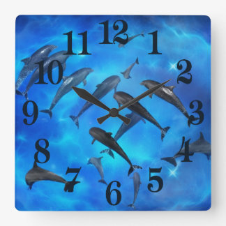Dauphins nageant dans l'océan horloge carrée