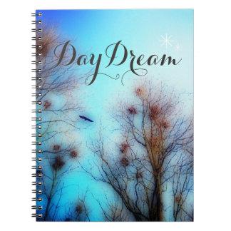 DayDreams - le livre de note corneille tient le