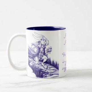 De lapin défunte tasse blanche de thé de date de c