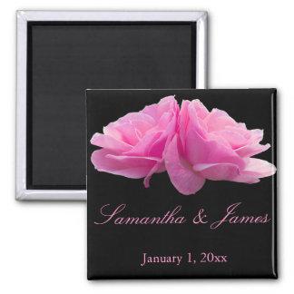 De nouveau au mariage personnel de roses roses aimant
