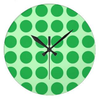 De pois vert vert doucement grande horloge ronde