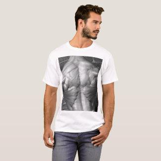 De retour déchiré T-shirt de culturiste