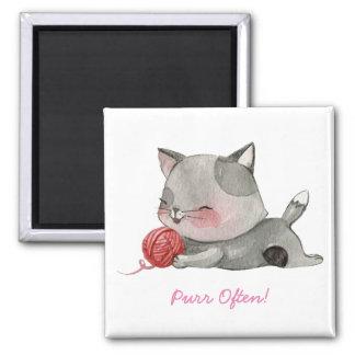 De ronronnement aimant de chat souvent
