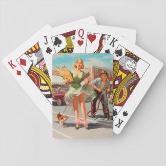 De secousse fille de pin-up drôle vers le bas jeu de cartes