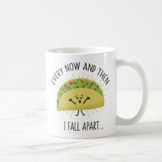 De temps à autre je tombe en morceaux taco mug
