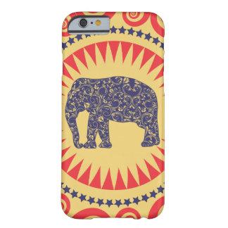De très bon goût de Vinatge d'éléphant de damassé Coque iPhone 6 Barely There