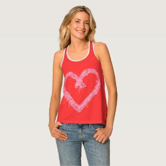 Débardeur Coeur blanc avec l'arrière - plan d'un rouge