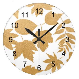 Décor blanc de chute de feuille d'or, horloge