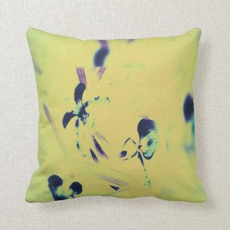 Décor chic artistique vibrant d'orchidées de coussin