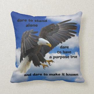 Défi seul à tenir, édition américaine d'Eagle Coussin Décoratif